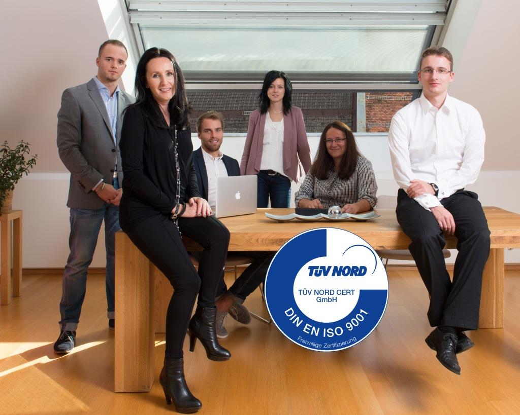 Teamfoto SMA - Social Media Agentur  ist seit 2013 nach ISO 9001 zertifiziert